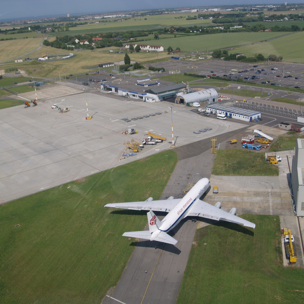 Manston Airport (By James Stewart from England (P6280015) [CC BY 2.0 (http://creativecommons.org/licenses/by/2.0)], via Wikimedia Commons)