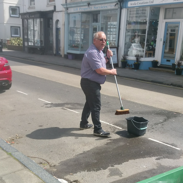 Kurt Stephens sweeping up in Sandgate High Street after rubbish collection