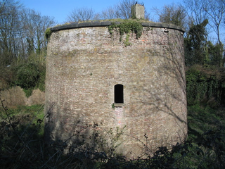 Martello Tower 6 [Sandgate Escarpment] (Copyright Steve Popple and licensed for reuse under a Creative Commons Licence.)